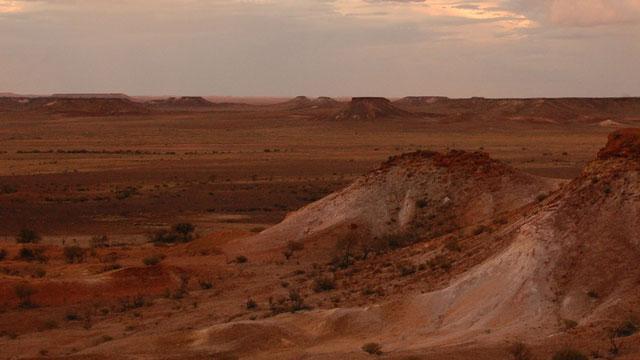 Image: Outback-blaxxtock-(pixabay)