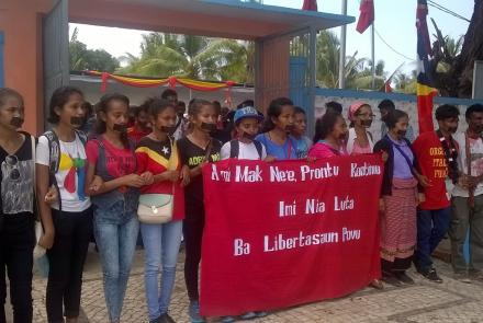 Image of Timorese students at a commemoration gathering.