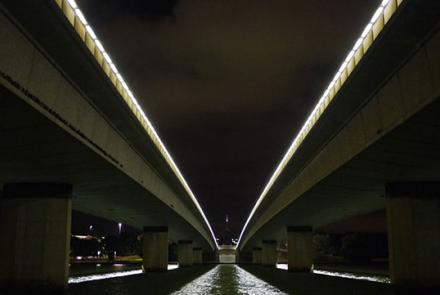 Commonwealth Avenue Bridge- Image by Michael Mazengarb, Flickr CC by NC 2.0