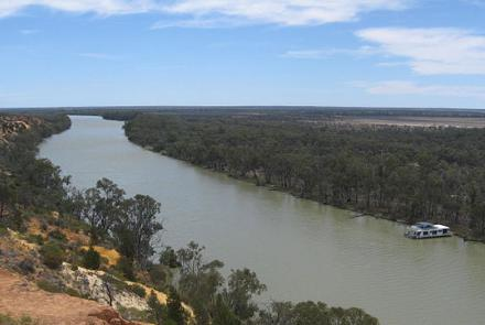 Image:Murray River, Downstram of Headings Cliffs South Australia by Kaarenmax19 on wikimedia commons