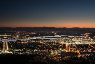 Canberra_at_night_ Sam Ilić_ Flickr