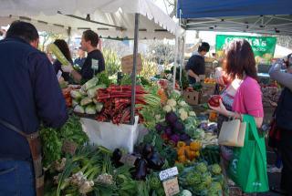 Farmers Market, Image Credit: Alpha (Flickr)